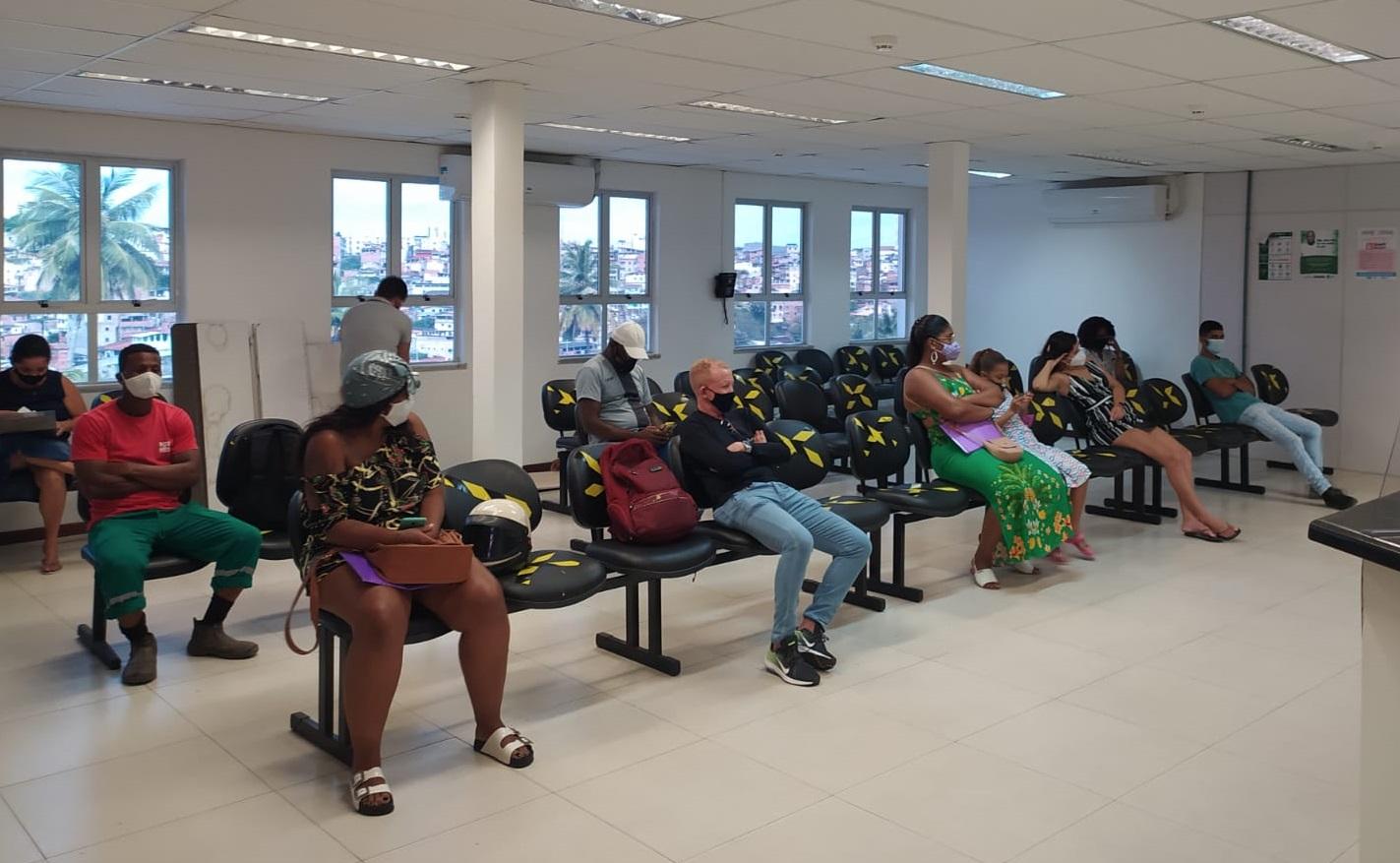 Assistidos aguardando atendimento no CAJ 1, em Salvador, nesta terça(28)