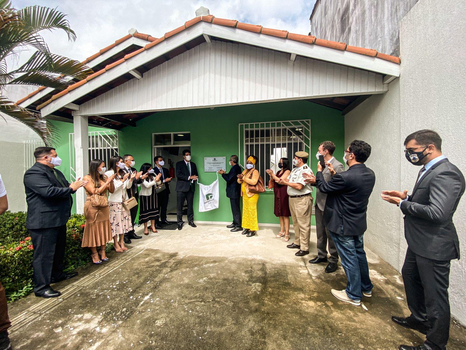 Placa de inauguração da unidade da DPE/BA em Ipiaú é descerrada por defensores públicos e autoridades da região   Foto: Rafael Flores - Ascom DPE/BA